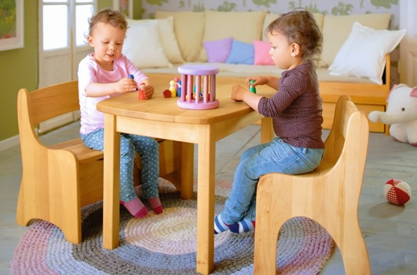 kindersitzgruppe kindertisch tisch 2 st hle kinderstuhl holz massiv erle neu ebay. Black Bedroom Furniture Sets. Home Design Ideas